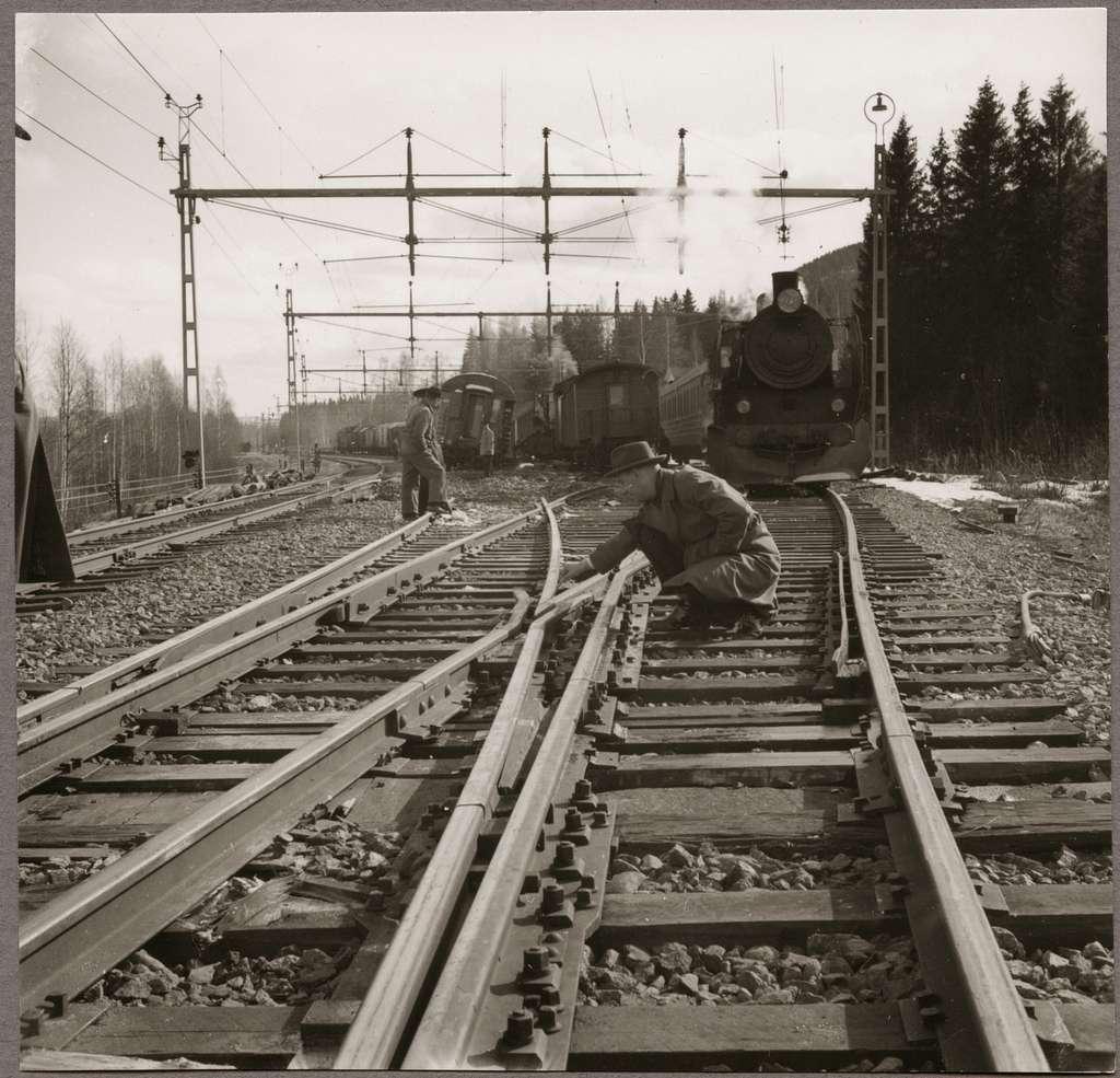 Växelkorsning från olycksplatsen efter urspårning i Simeå mars 1961.