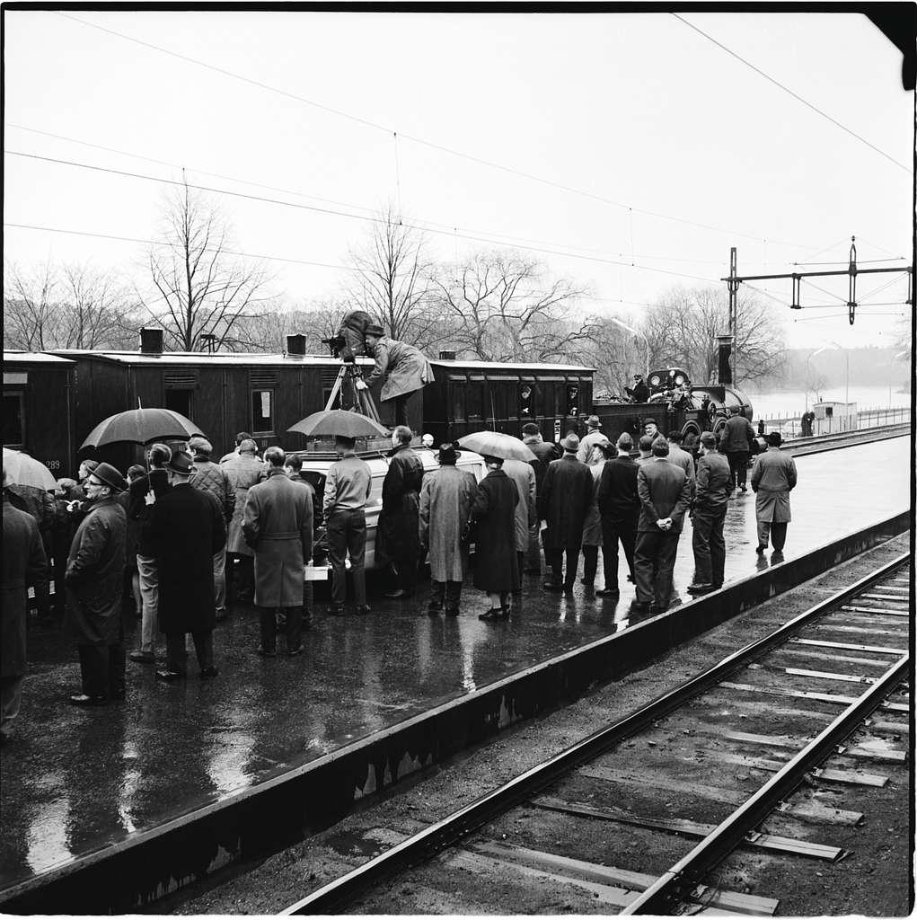 """Historiska tågets resa från Stockholm till Göteborg för invigningen av Tåg 62. SJ B 3 """"Prins August"""". KHJ CD 13. SJ C 182. SJ AB 289"""