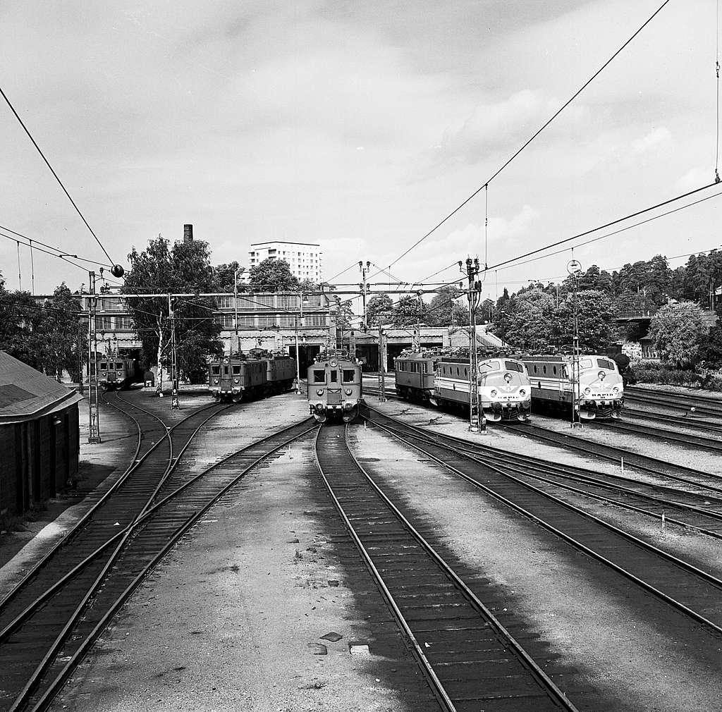 """Statens Järnvägar, SJ Du2 414. SJ Ra 990 """"Rapid 6"""". SJ Ra 994 """"Rapid 10"""""""