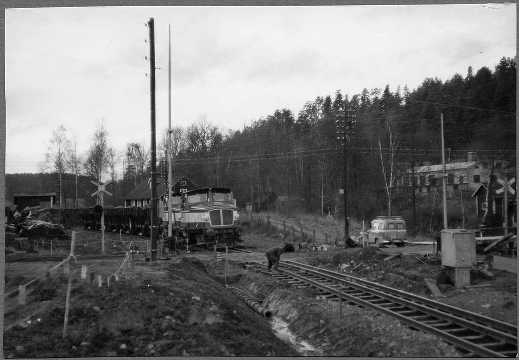 Gruståg som dras av Statens Järnvägar, SJ Z65 526 och SJ Z65 510 vid Åhaga.