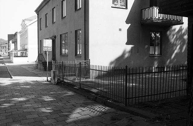 EMO-kiosken vid gamla apoteket Svalan och Rantens småskola. Kiosken låg på arrenderad mark. Foto vid rivningen.