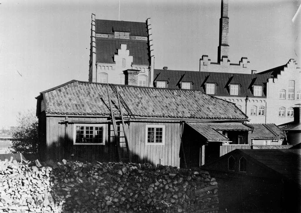Kvarteret Plantagen, före detta SödraVarvet 4, första kvarteret 73-74, Spinnhusgränd 2. Gårdsidan sedd från väster.