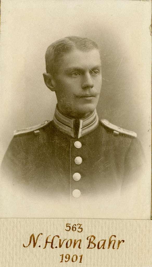 Porträtt av Nils Henriksson von Bahr, officer vid Göta livgarde.