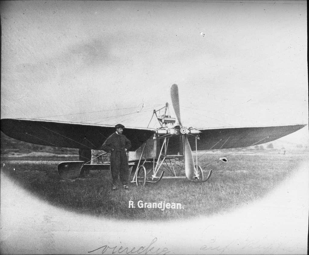 Skioptikonbild med motiv av flygmaskin. R. Gransjean.
