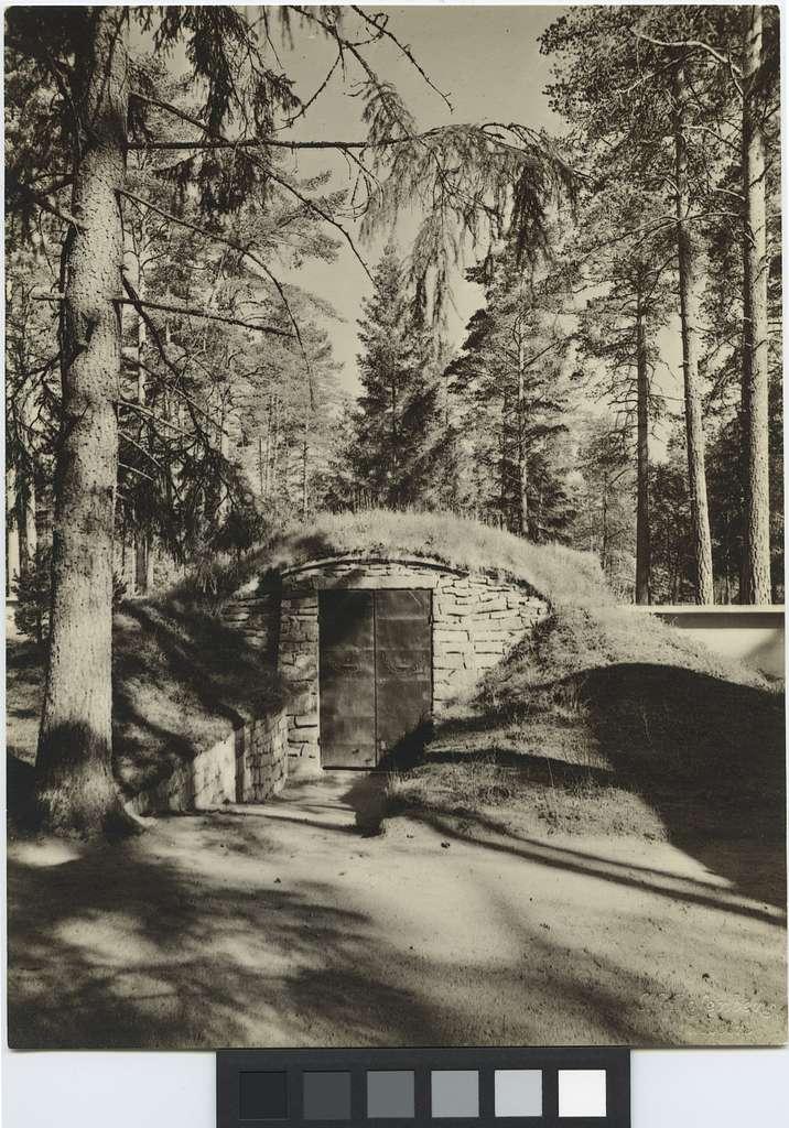 Skogskapellet, SkogskyrkogårdenLikbod
