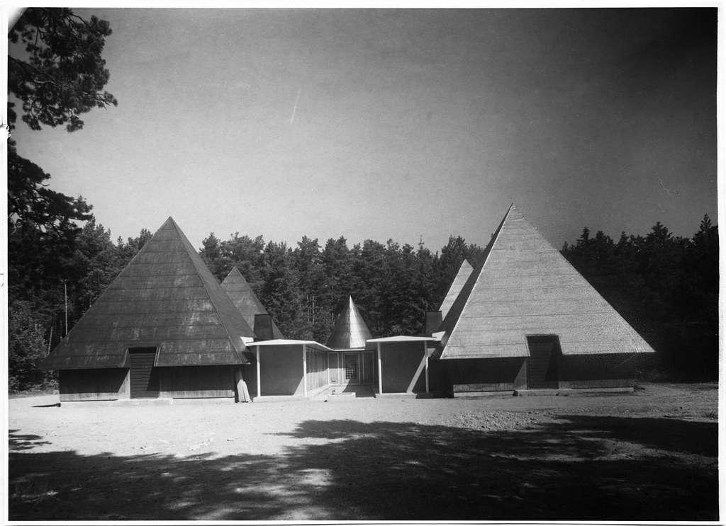 Ekonomibyggnader, SkogskyrkogårdenGrupp av ekonomibyggnader